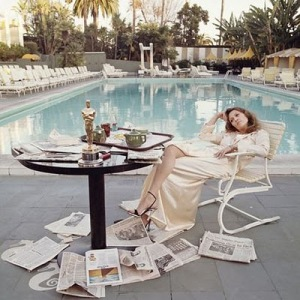 This was photographed by her then husband, Terry O'Neill the morning after she won an Oscar for Network.