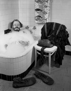 Ringling-Circus-clown-Emmett-Kelly-in-a-bubble-bath-1955-photo-by-Joseph-Janney-Steinmetz